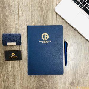 Sổ khóa kéo logo ép nhũ vàng PHONGSUBTHAVY GROUP