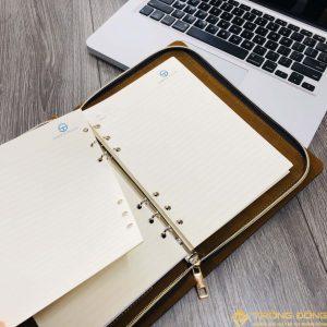Ruột sổ dễ dàng thay thế khi hết giấy và có thể tái sử dụng bìa còng da nhiều lần