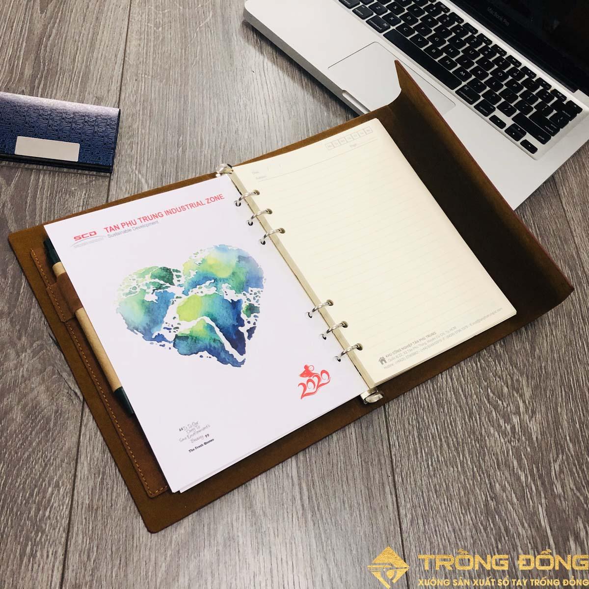 Các bìa lót C250 in offset thông tin thương hiệu và lịch năm