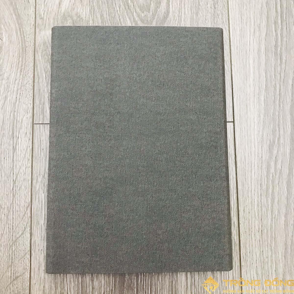 Phần bìa sau của sổ tay bìa da có sẵn mẫu 004