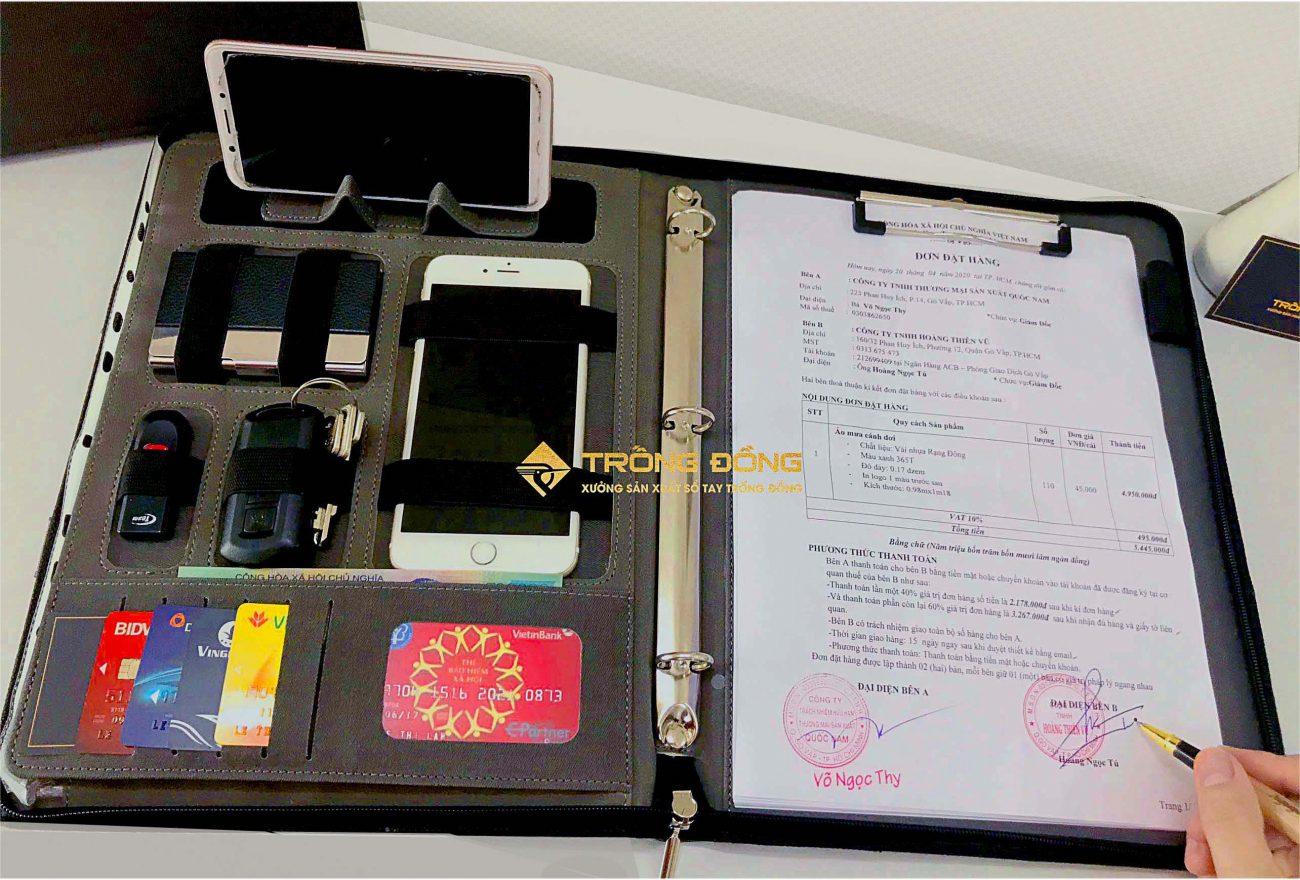 Bìa trình ký thuận tiện để ký kết các hợp đồng, hóa đơn