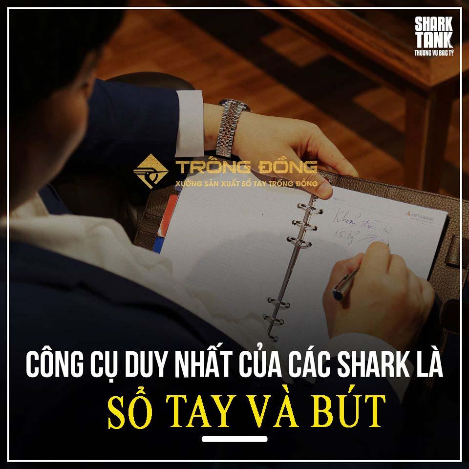 Các vị Shark đều sử dụng sổ tay và bút thay vì các thiết bị thông minh