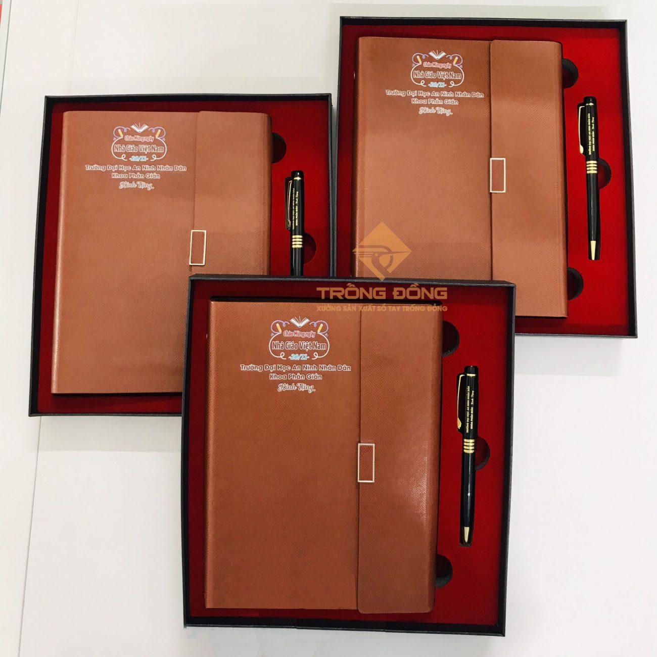 Combo sổ tay kèm bút kim loại làm quà tặng cho đối tác, khách hàng.