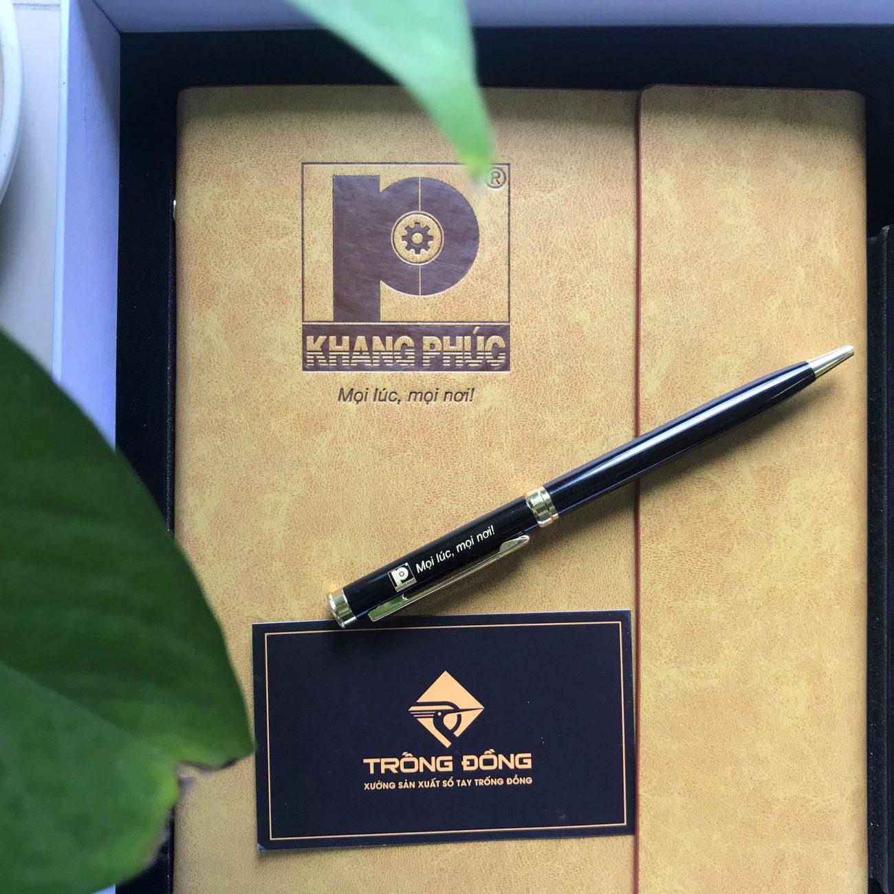 Bút kim loại BK191 được doanh nghiệp chọn khắc logo làm combo quà tặng.