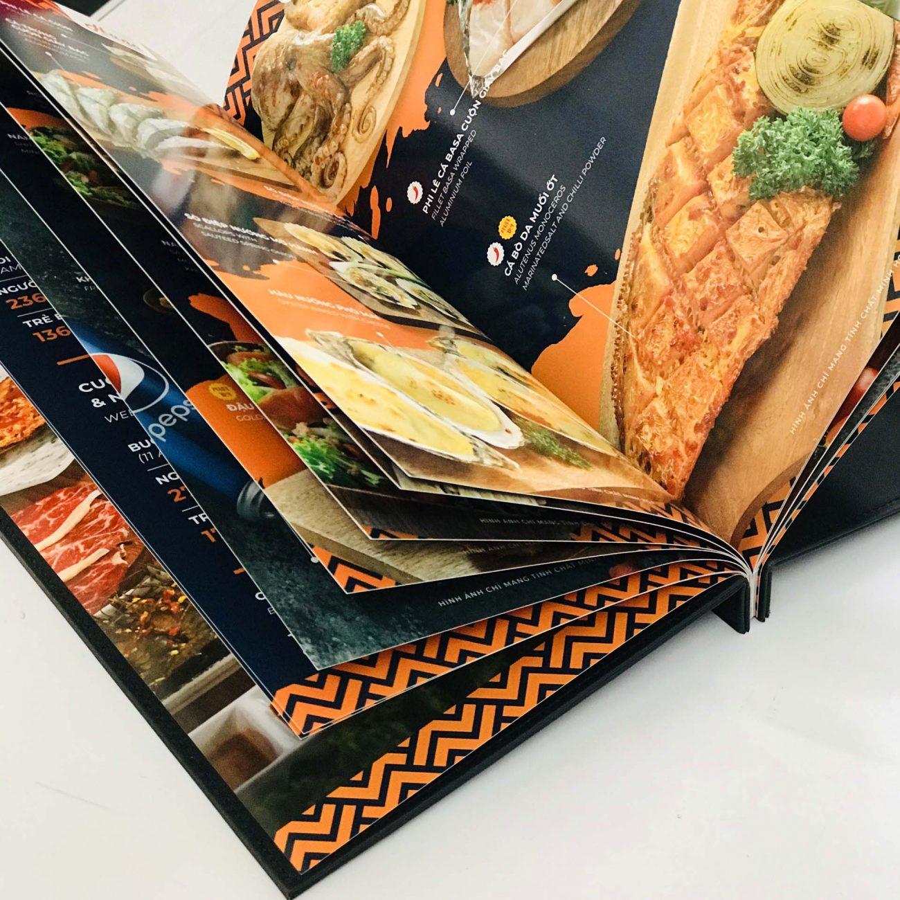 Quyển menu bìa da thường được sử dụng trong nhà hàng, khách sạn