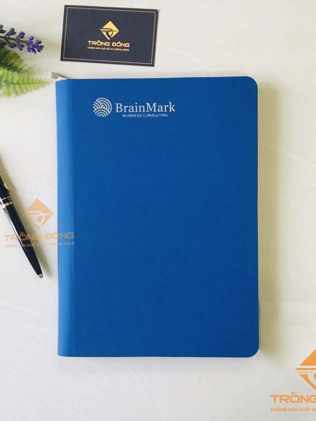 Sổ Da Bìa Còng Khóa Kéo Ép Nhũ Bạc Logo BrainMark – 219