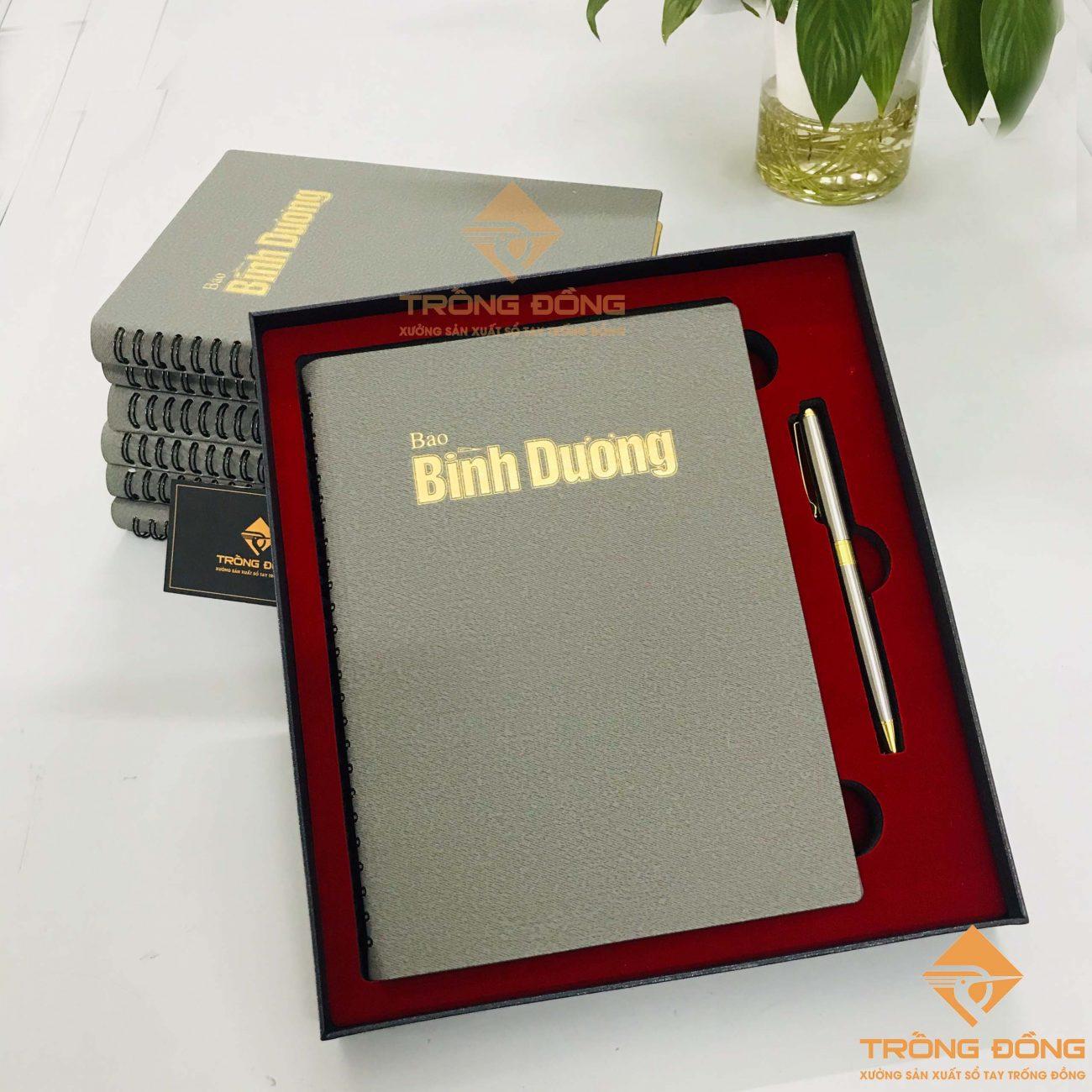 Sổ da gáy lò xo và bút kim loại - Món quà sang trọng và đẳng cấp dành cho doanh nghiệp.